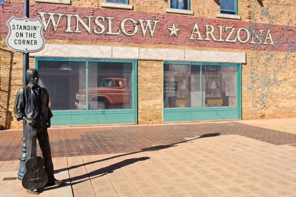 standin 39 on the corner in winslow arizona 2 welcome to sunny arizona. Black Bedroom Furniture Sets. Home Design Ideas